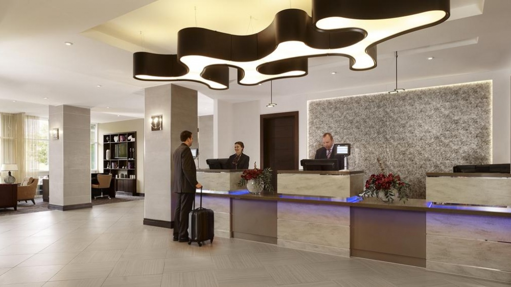 DoubleTree by Hilton Woking Reception